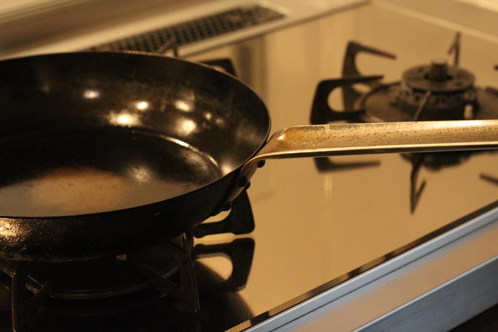 鉄のフライパンを愛でる。山田工業所の鉄フライパン