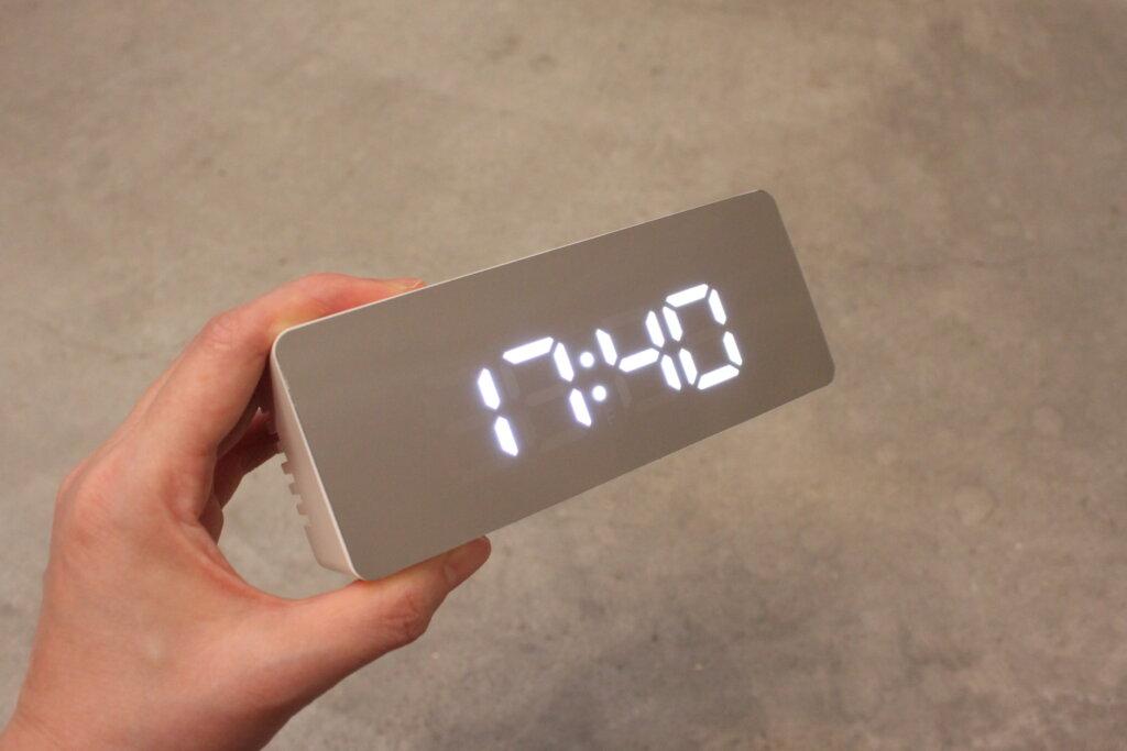 インスタでバズった!DAISO(ダイソー)のアラーム付き「ミラーデジタル時計」は見つけたら即買い必須!
