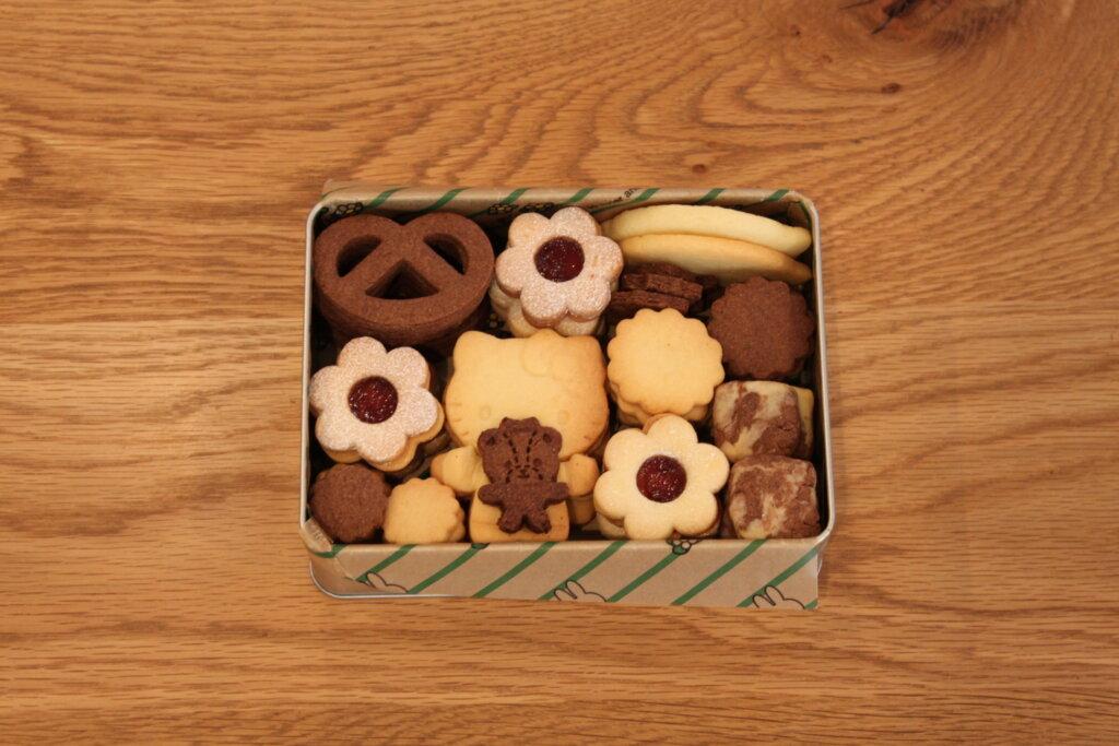 DAISO(ダイソー)キティちゃんのハグユークッキー型で手作りクッキー缶♡お菓子作りの愛用品をご紹介。